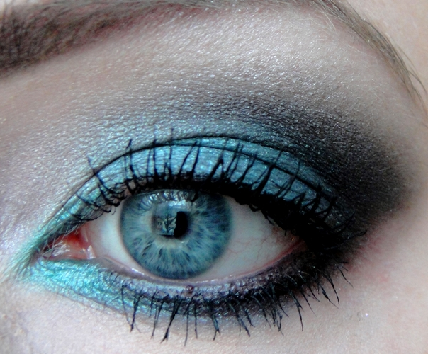 Augen make up bricks blanc et noir vegan beauty blog for Dezent augen schminken