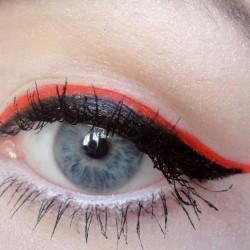 amu red eyeliner 2
