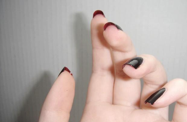die mit der roten sohle nägel naildesign nageldesign rot schwarz red soles nails vegan (1)