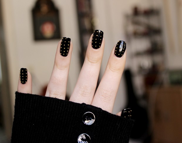 studded nails blanc et noir vegan beauty blog. Black Bedroom Furniture Sets. Home Design Ideas