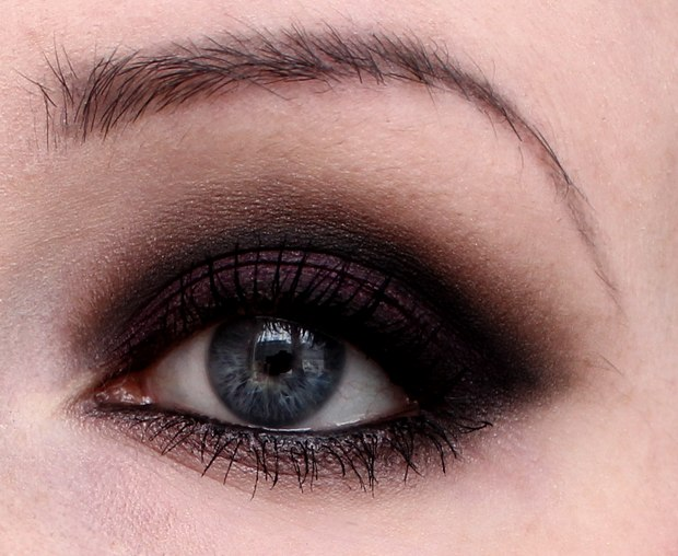 augen make up smokey eyes mit pflaume blanc et noir vegan beauty blog. Black Bedroom Furniture Sets. Home Design Ideas
