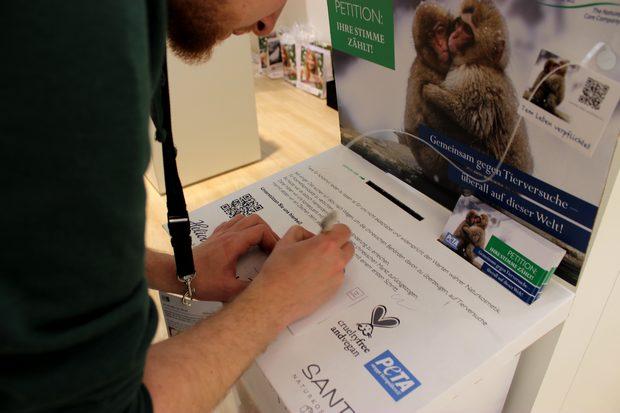 vivaness biofach 2014 henrik unterschreibt petition logocos china tierversuche peta vegan