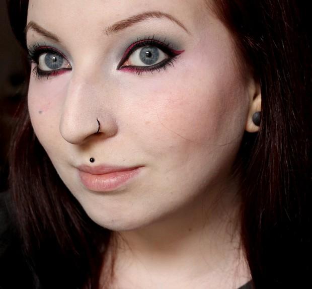 amu make up winter look outlook 2014 magi mania kosmetik vegan rot red black schwarz blue eyes 3