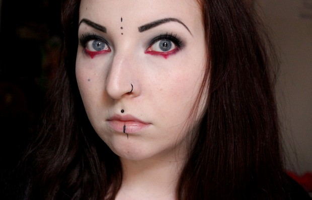amu halloween make up red black gothic rot schwarz goth vegan kosmetik (2)