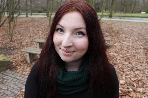 veganes schminktäschchen amu fertiger look make up natürlich redhead piercings erbse kosmetik vegan