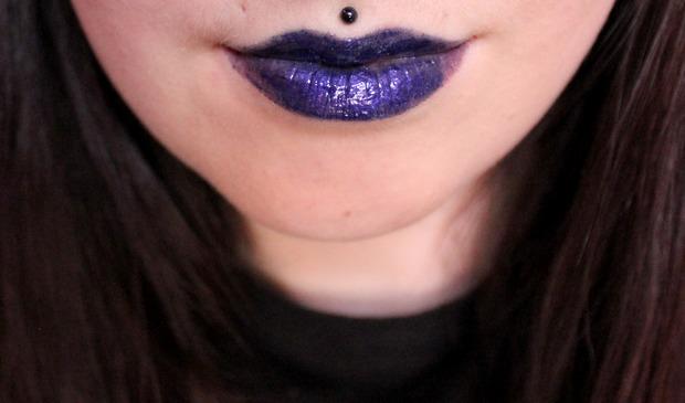 vegan kosmetik indie cruelty free geek chic cosmetics banished blue lips blauer lippenstift