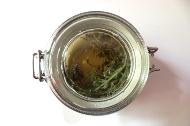 Haarkräuter Juli kosmetik vegan Haare Kräuter Pflanzen Lavendel Rinse Spülung Lavender Gesichtswasser Toner diy selbstgemacht 3