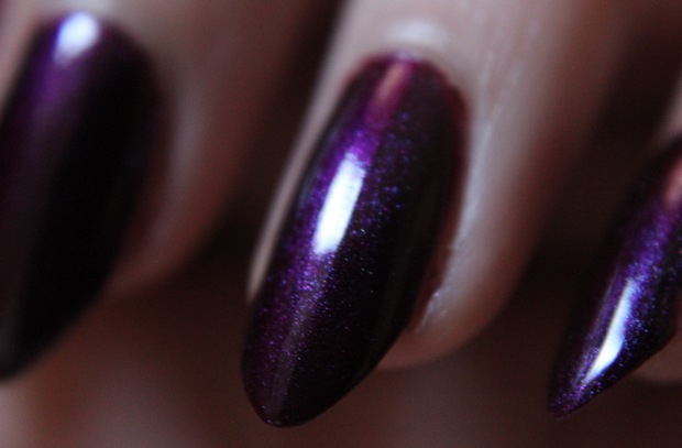 Nail polish nagellack vegan picture polish poison swatch 1