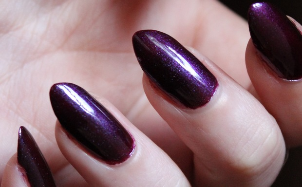 Nail polish nagellack vegan picture polish poison swatch 3