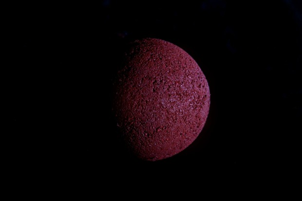 DIY vegan Halloween Blood Bath Blood Moon Blut Badekugel Bath Bomb red rot