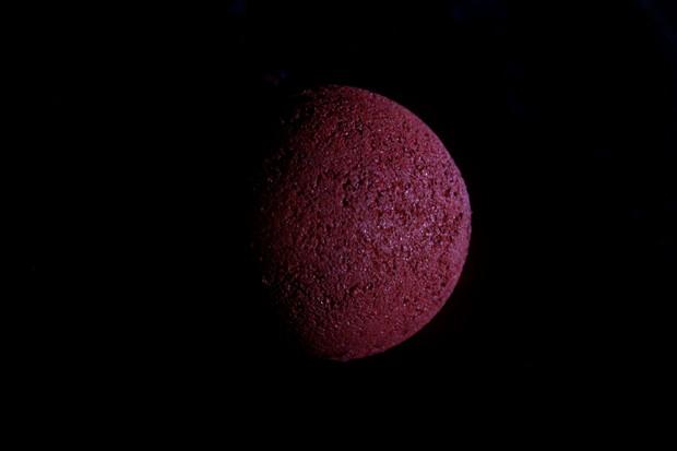DIY vegan Halloween Blood Bath Blood Moon Blut Badekugel Bath Bomb red rot