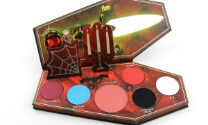 Lunatick Cosmetic Labs Elvira Mistress of the dark palette red eyeshadow lidschatten rot vegan tierversuchsfrei cruelty free limited innen