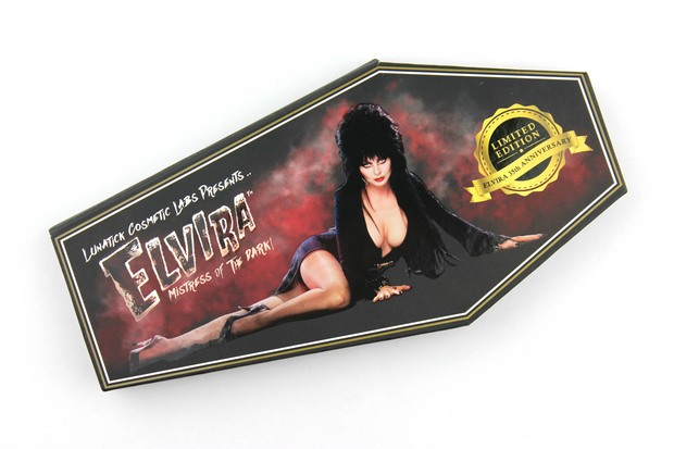 Lunatick-Cosmetic-Labs-Elvira-Mistress-of-the-dark-palette-red-eyeshadow-lidschatten-rot-vegan-tierversuchsfrei-cruelty-free-limited