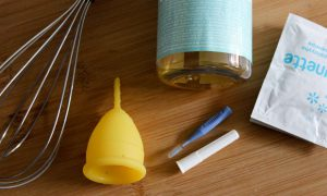 menstruation womanhood blutsbande kosmetik vegan natürlich menstruationstasse reinigen kappe cup becher säubern (6)